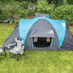 Scenic Zelt mit zwei Campingstühlen vor dem Hammerfest 4 Sleeper Protect