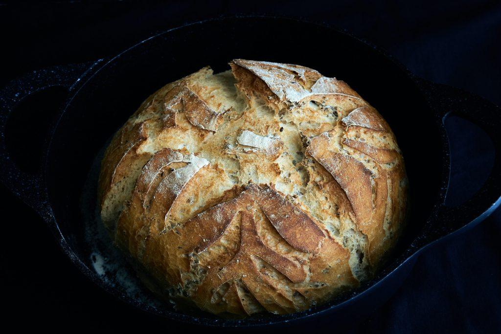 Gebackenes Brot aus dem Dutch Oven