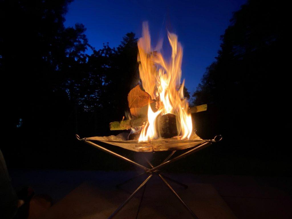 Lagerfeuer mit der Feuerschale Hossa