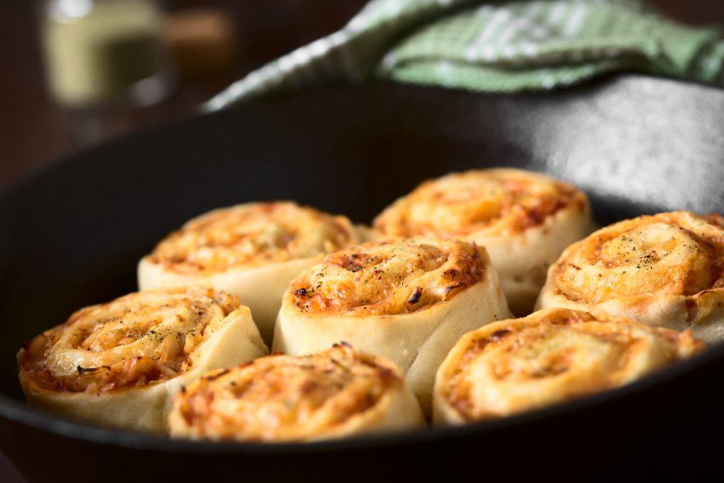 Pizzaschnecken aus dem Dutch Oven
