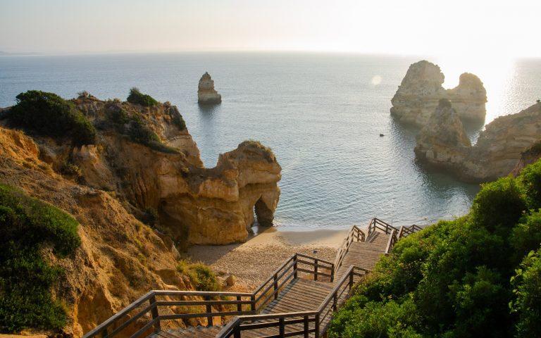 Praia do Camilo an der Algarve in Portugal