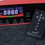 Nahaufnahme Touchdisplay und Fernbedienung der 4D Vibrationsplatte V2500