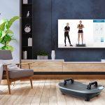 Skandika Vibration Plate V2 und Fernseher mit Trainingsvideos vom Skandika Youtube-Kanal