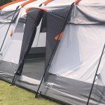 Seiteneingang mit Vordach am Campingzelt Skandika Hurricane 12