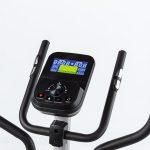 Computer und Handpulssensoren am Skandika Crosstrainer Hjemme