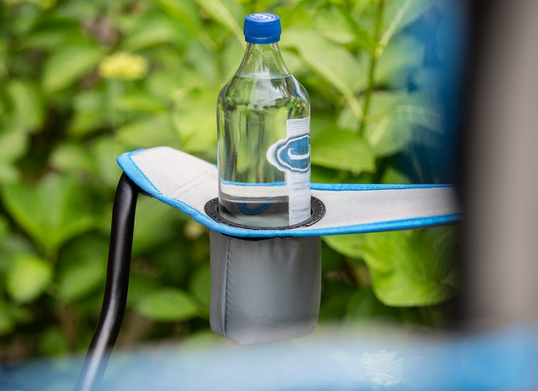 Grau blauer Doppel Campingstuhl mit Getränkehalter