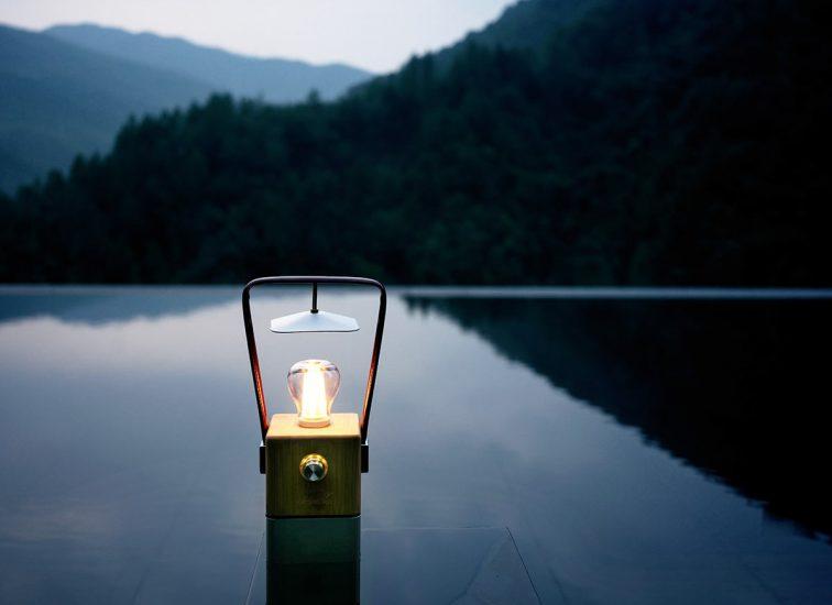 Retro LED Campinglampe Skandika Aurora mit Bambus und Kunstleder