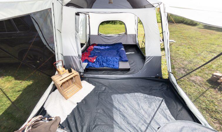 4 Personen Autozelt Skandika Pitea XL Cross Zeltinneres mit eingehängter Schlafkabine